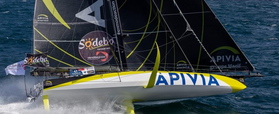 Charlie Dalin, skipper APIVIA, secondé par trois marins d'exception